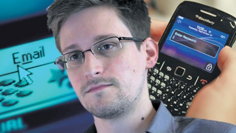 Whistleblower Edward Snowden arrives in Moscow with the help of Wikileaks